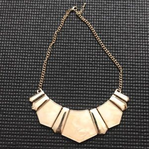 Jewelry - Gold tone statement necklace